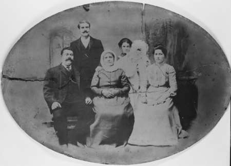 Tambakis Family Portrait 1906