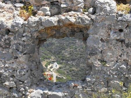 glimpse through the walls of the Kastro close up
