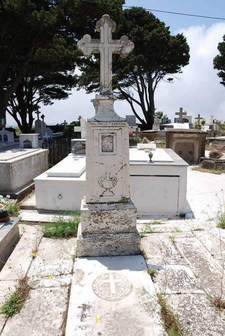 Kapsanis family plot with monument, Potamos (2 of 5)