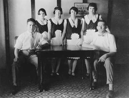 Staff of the Central Cafe Blackall in1929