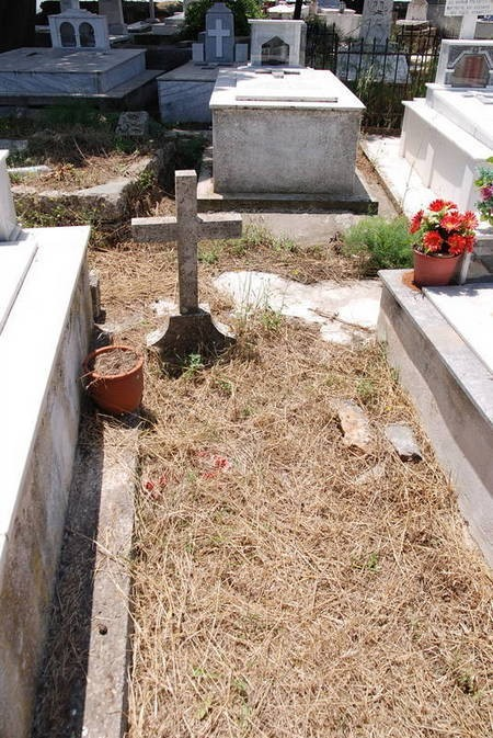 Unmarked grave at Potamos