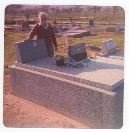 Theo Comino [Palavras] next to his wifes grave